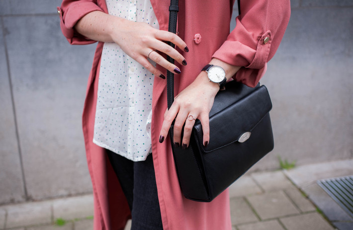 Outfit: pink trench coat, structured handbag