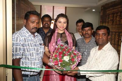 Actress-Priyanka-Raman-Inaugurates-Handloom-Ikat-Mela