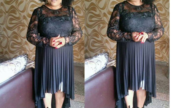 Veteran Actress Sola Sobowale stuns in black for an Award show2
