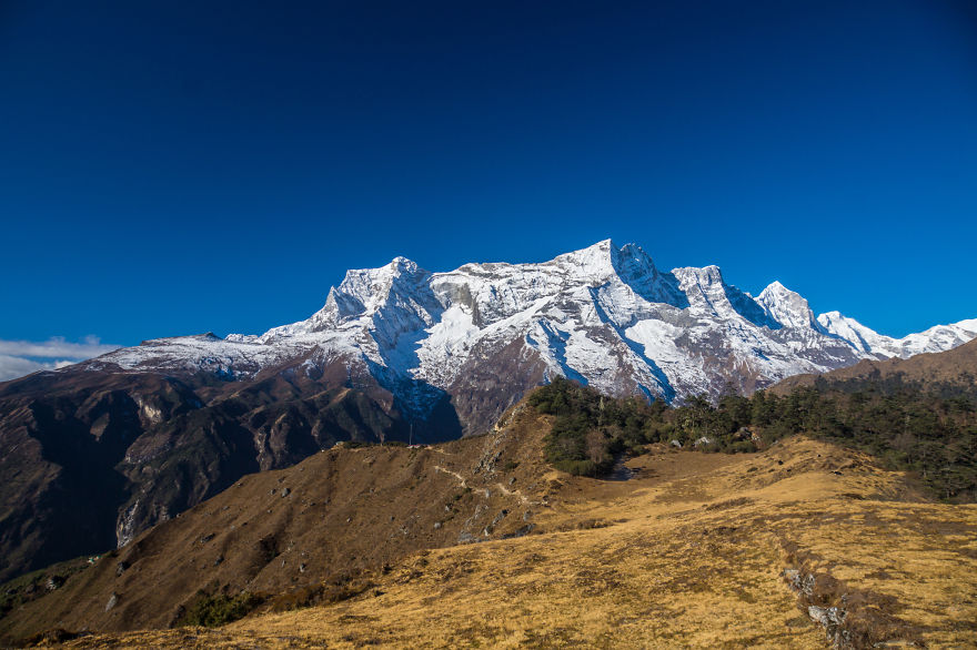 Who would not like having a cup of hot chocolate in the morning with this view? - I Traveled To Nepal Before, During, And After The Earthquake, And You Should Come There In 2016