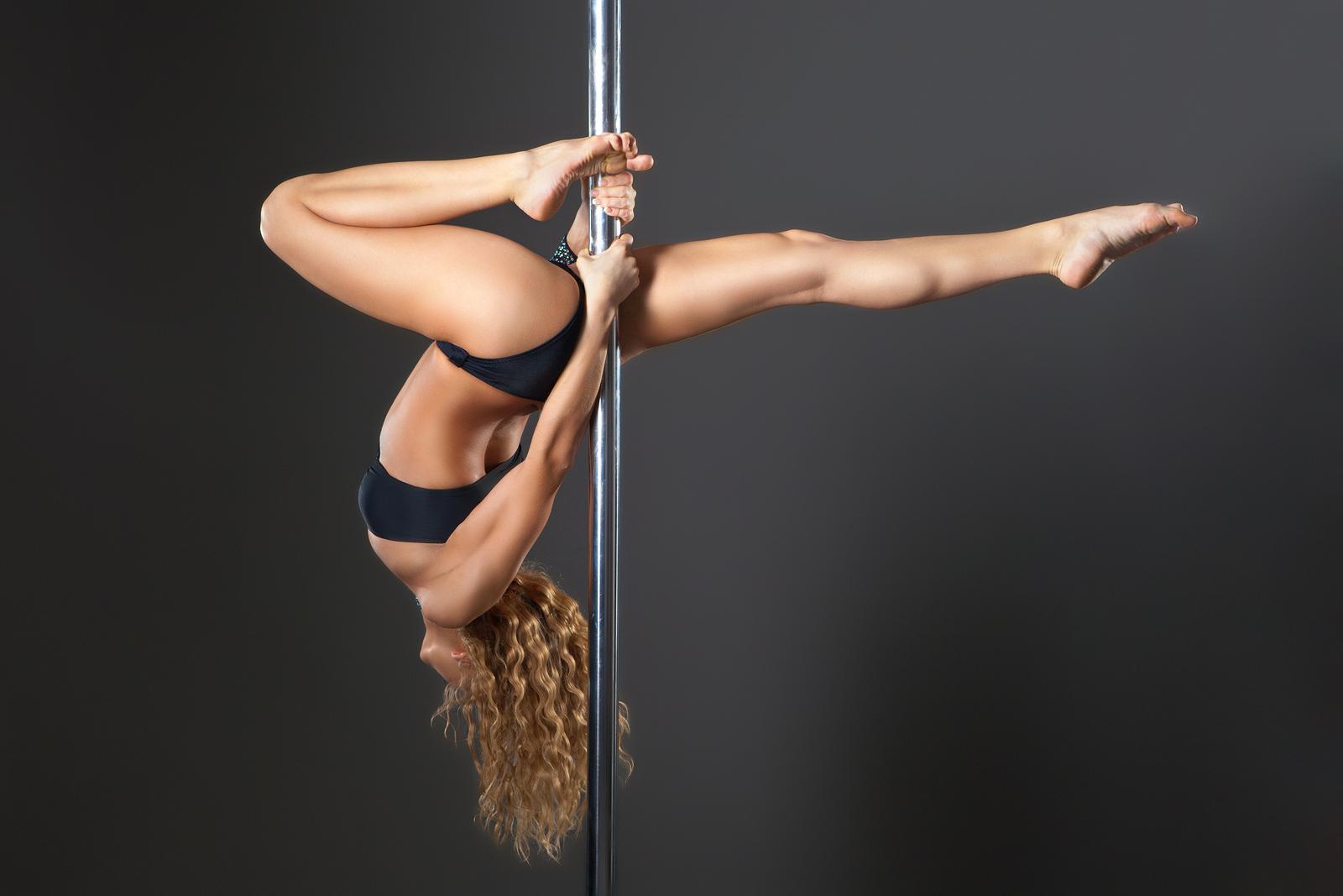 ad031146724c2 Se no começo o pole dance era associado apenas à sensualidade, essa imagem  já está um pouco ultrapassada. É claro que os movimentos ainda evocam uma  ...