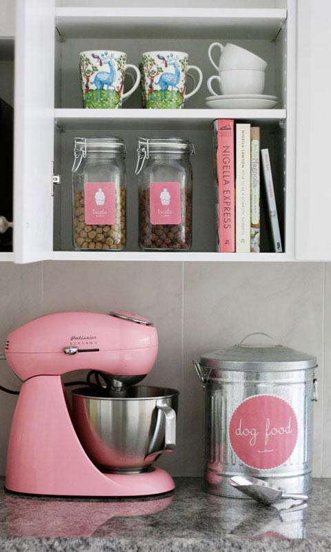 iheart organizing uheart organizing 3 simple steps to stylish pet food storage free printable. Black Bedroom Furniture Sets. Home Design Ideas