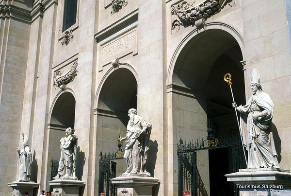 Entrada a la Catedral de Salzburgo (Salzburgo, Austria)
