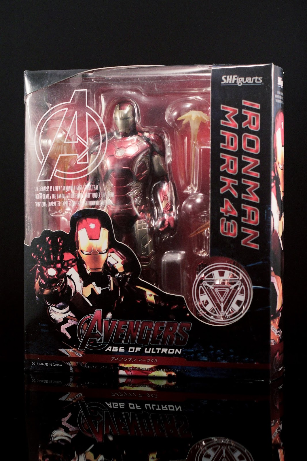 on the outside of the box theres nothing that different from its original counterpart except for the print quality and a supposed sticker at the bottom bootleg iron man 2 starring