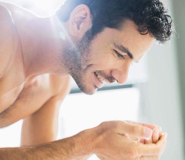 Pakai pencuci muka cecair atau sabun buku yang bagus