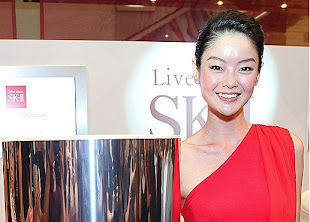 SHEILA SIM SK-II NEW GLOBAL BRAND AMBASSADOR GLOWS WITH FACIAL TREATMENT ESSENCE