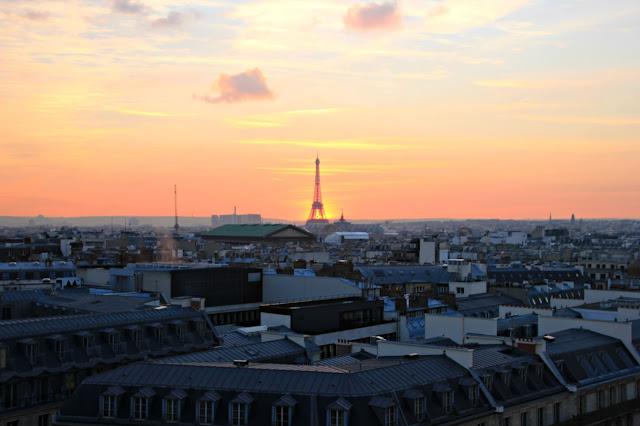 Coucher de soleil sur la tour Eiffel