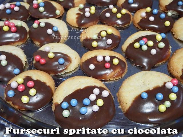 Fursecuri spritate cu ciocolata