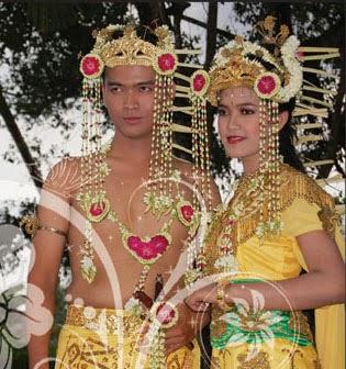 bagajah gamuling baular lulut adalah nama pakaian pengantin banjar propinsi kalimantan selatan yang asli pertama banyak