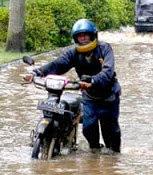 Tips Motor Tidak Mogok Ketika Hujan & Banjir