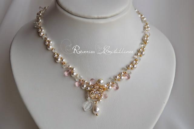 collier perles nacrées et cristal de roche