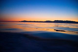 Venus, planeta interior que no quiere alejarse mucho del Sol brilla con toda su fuerza y reluce sobre la costa española