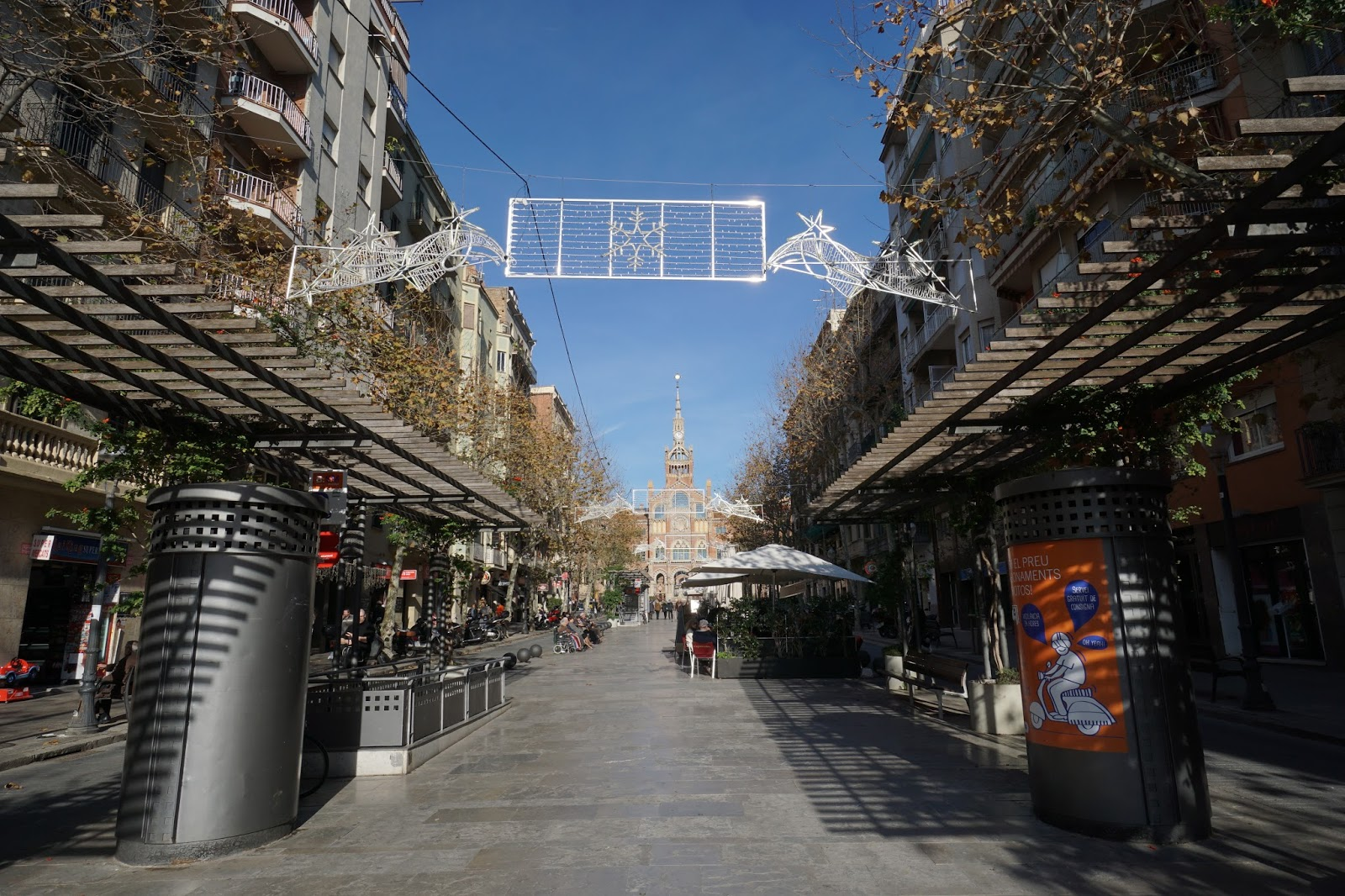 ガウディ通り(Av de Gaudi) 2