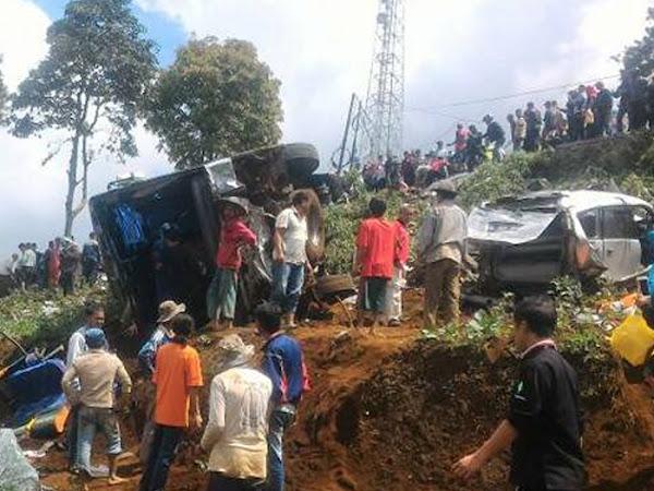 Kecelakaan Bus di Ciloto Puncak Minggu 30 April 2017