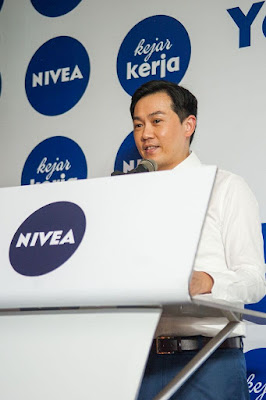 Mr Ng Hock Guan, Country Manager Beiersdorf Malaysia & Singapore giving his speech.jpg