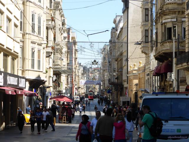 Ulica Istiklal Caddesi (Ulica nezávislosti), Istanbul, Turecko