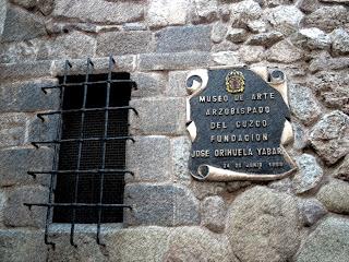 Identificação do Museo de Arte Religioso, em Cusco