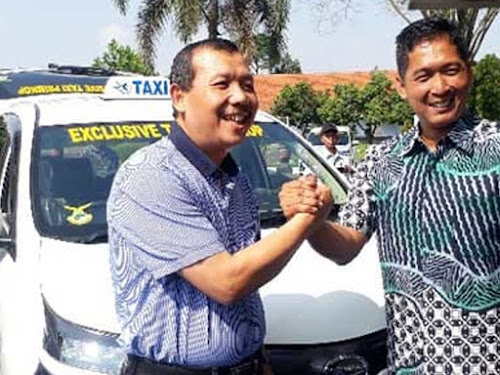 Layanan taksi sembrani Bandara Husein Sastranegara