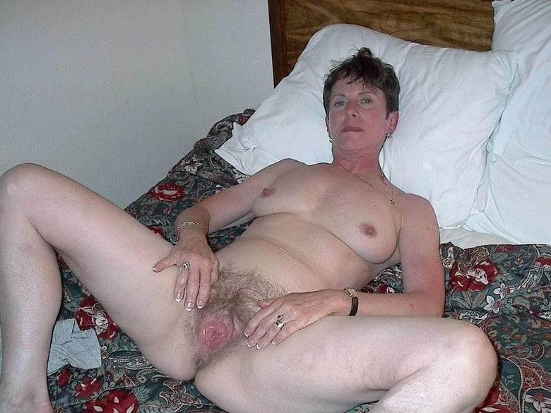 2 lesbianas cachondas en mi cama 3