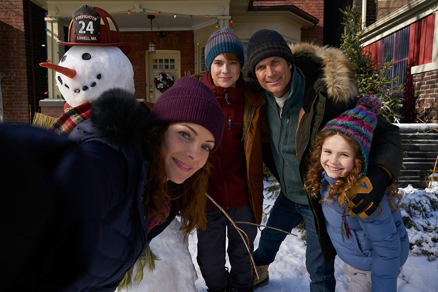 The Christmas Chronicles Poster.The Christmas Chronicles Trailers Featurette Images And