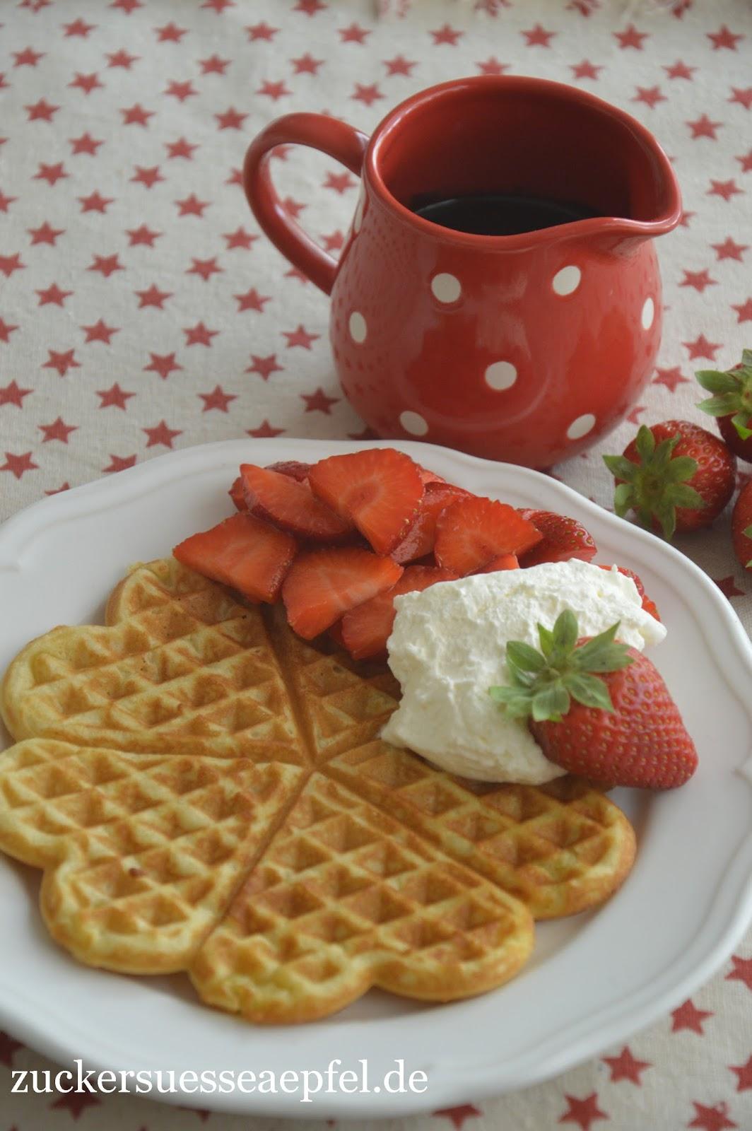 ein einfaches und schnelles waffelrezept mit erdbeeren. Black Bedroom Furniture Sets. Home Design Ideas