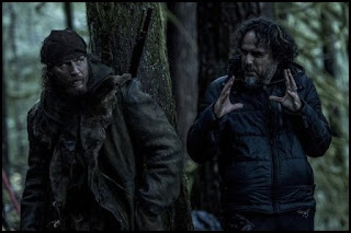 Tom Hardy e Iñárritu en el rodaje de El renacido (Alejandro G. Iñárritu, 2015)