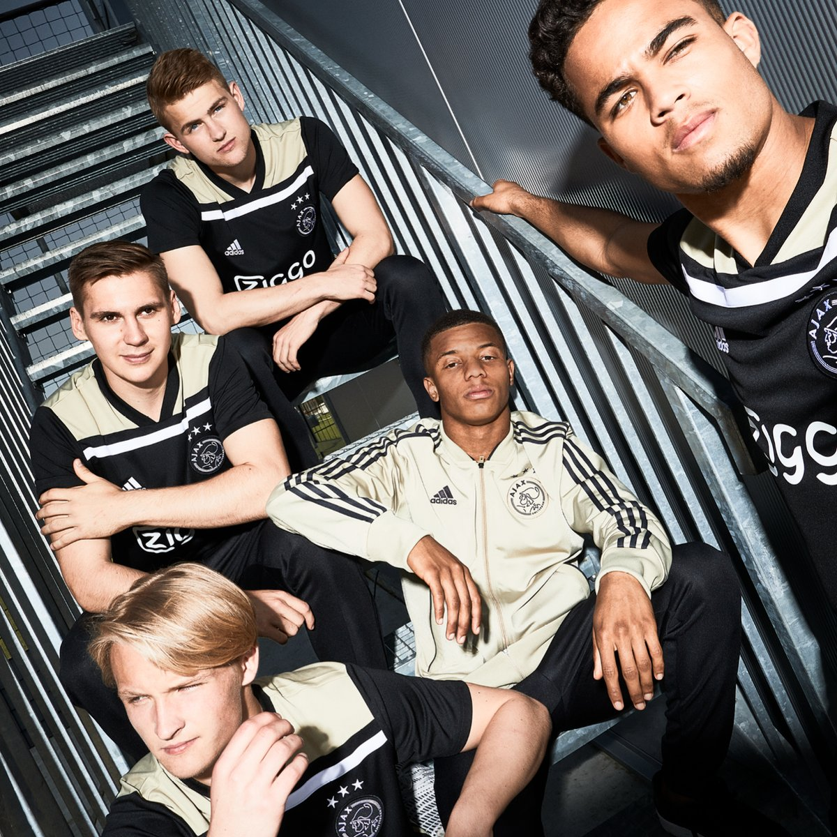 ajax-18-19-away-kit%2B%25282%2529.jpg