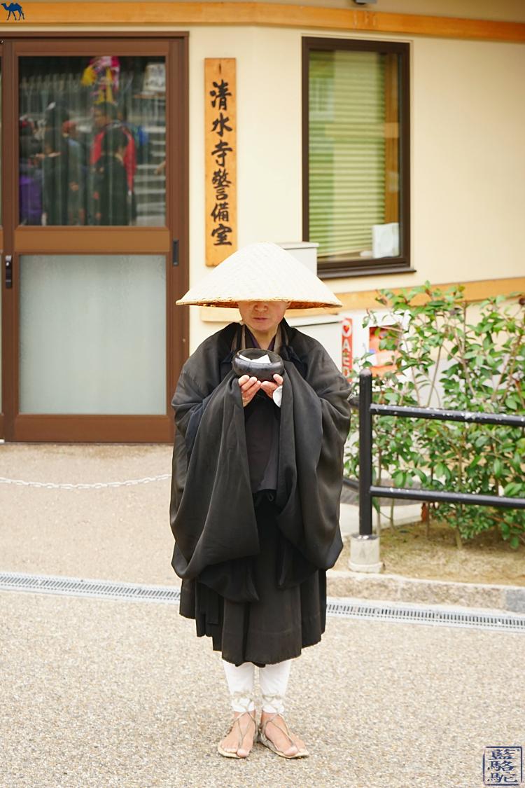Le Chameau bleu - Blog Voyage Japon - Voyage au Japon - Kyoto - Moine Japonais