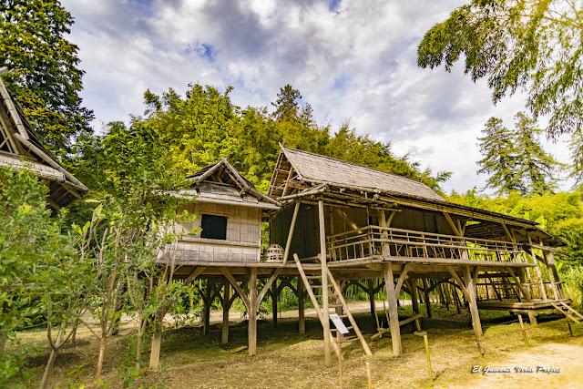 Villa Laosiana de la Bambouseraie en Cévennes, Francia por El Guisante Verde Project