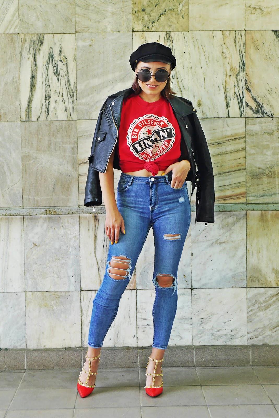 czerwone szpilki z ćwiekami renee niebieskie jeansy z dziurami czarna ramoneska karyn blog modowy