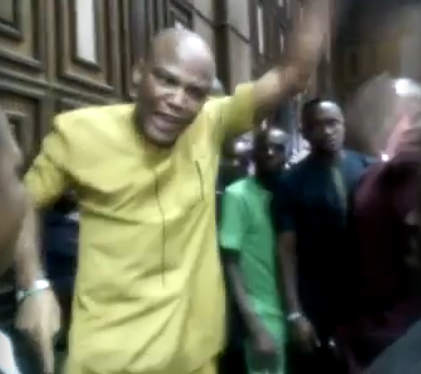 "Video: ""Buhari can intimidate judges, he cannot intimidate me"" IPOB leader, Nnamdi Kanu, shouts in court"