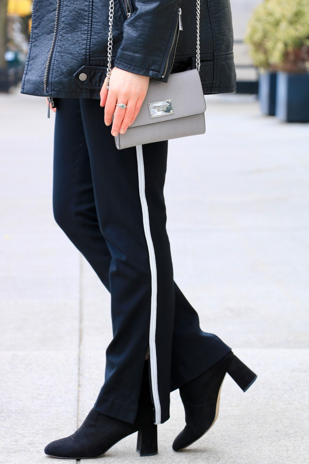 Nyc fashion blogger Kathleen Harper wearing stylish track pants from Ann Taylor