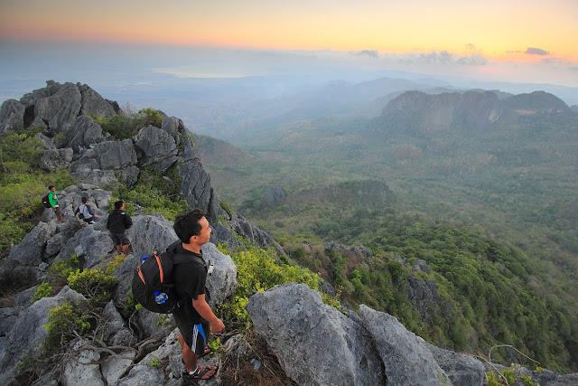 Senja di gunung Fatuleu