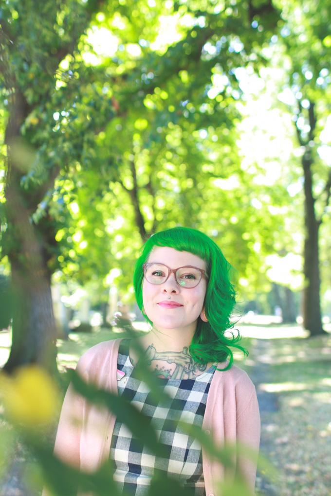 green hair, cleveland, blogger, wiw, pink glasses