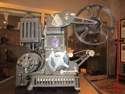 Projecteur PATHE-BABY-LUX-YA-9.5mm, 1931 (collection musée)