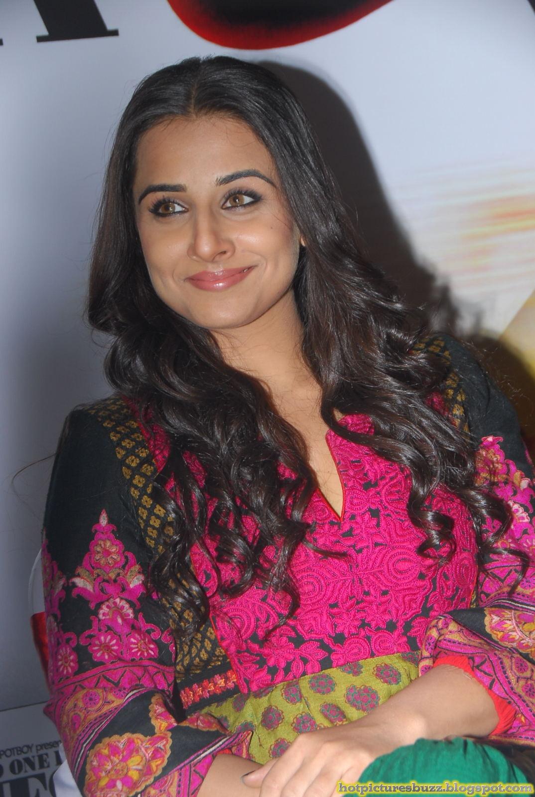 Bollywood Actress Vidyabalan Hot Stills  Hot Pictures Of -3677