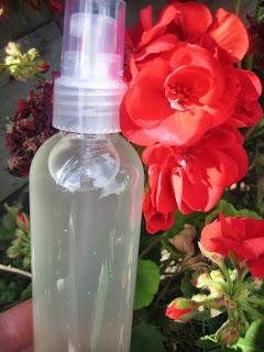 cr er vos produits naturels simple et pas cher spray anti moustique. Black Bedroom Furniture Sets. Home Design Ideas