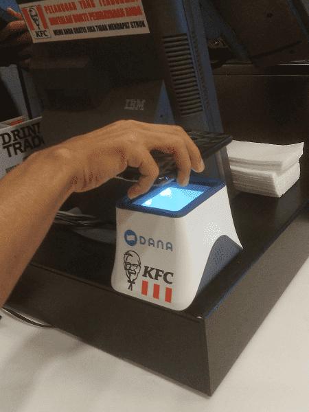 scan barcode ke mesin scanner untuk melakukan pembayaran