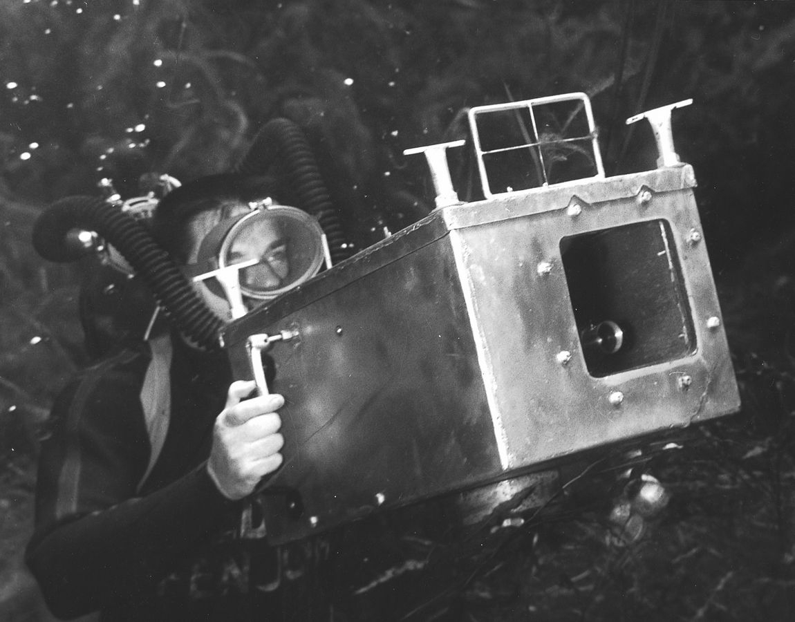 03-Bruce-Mozert-The-Birth-of-Underwater-Photography-and-Filming-www-designstack-co