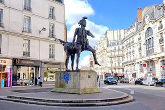 Paris : Le Centaure de César - Place Michel-Debré - VIème