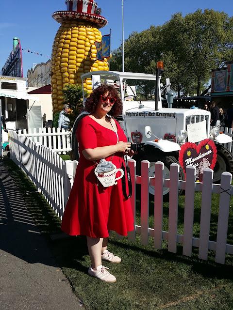rotes Kleid, Plussize, große Groesse, Ue 50 Mode, Ü50 Blog, Ü 40 Blog, Fashion