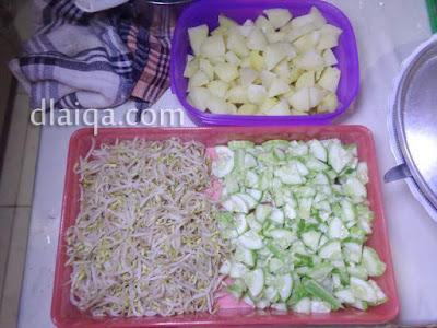 kentang rebus, tauge dan timun