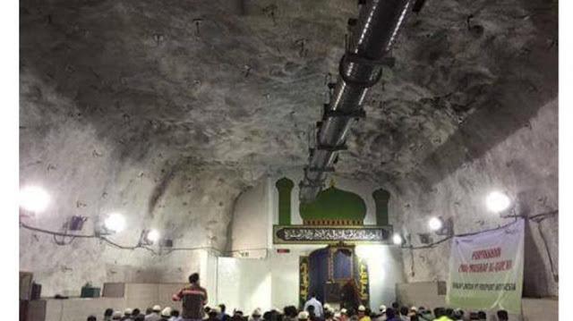 Menakjubkan, Di Papua Ada Masjid yang Berada Di Perut Bumi
