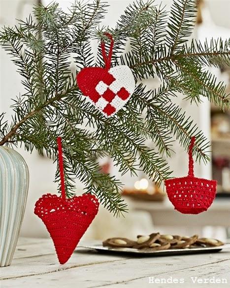 http://www.hendesverden.dk/jul/Julesysler/Julehandarbejde/Haklet-julehjerte/
