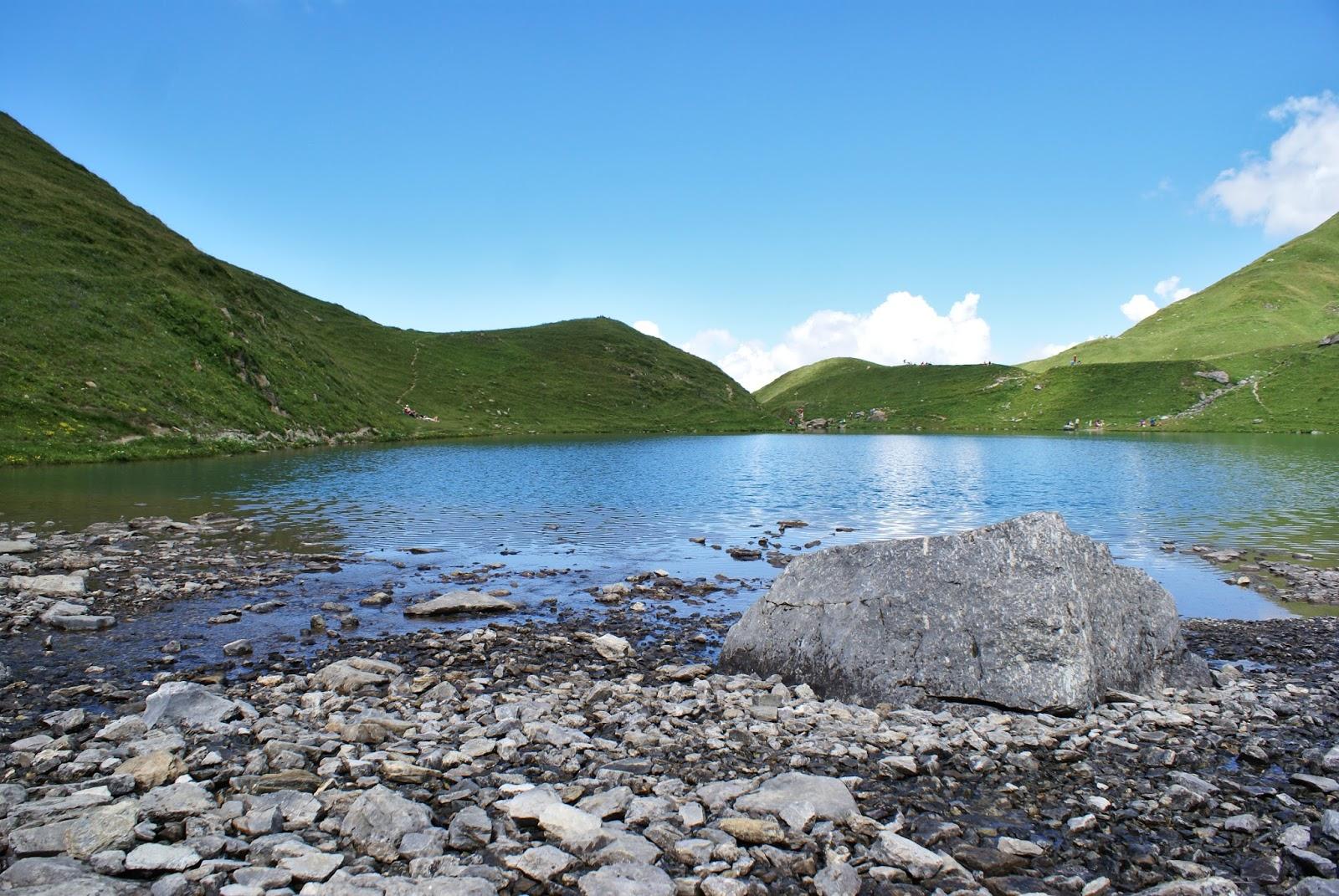 beaufortain alpes montagne savoie france randonnée lac amour