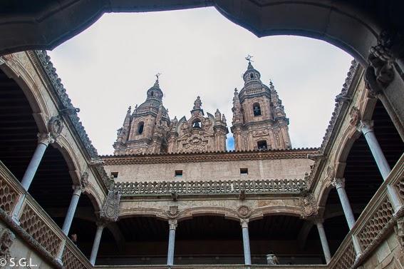 Universidad pontificia de Salamanca desde la casa de las conchas