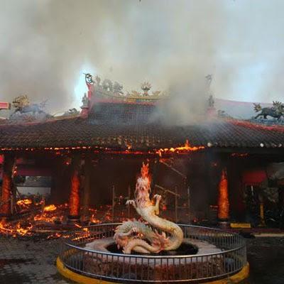 Kebakaran klenteng Hoo Tong Bio.