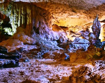 Dau Go cave Halong bay Vietnam travel