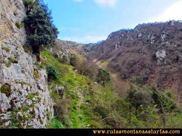 Ruta al Pico Gorrión: Vista atrás con la bajada que llevamos hecha por la canal