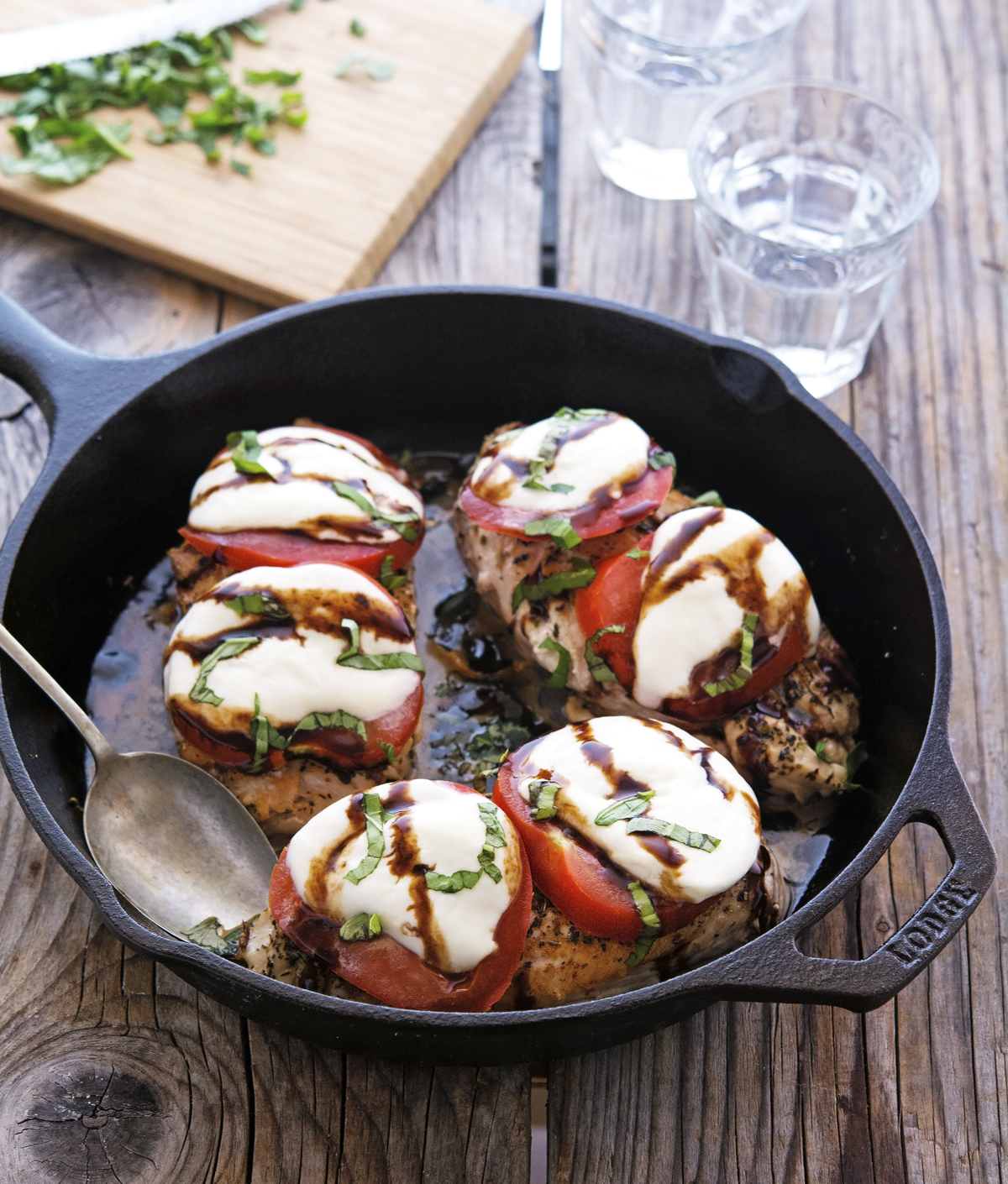 Easy Caprese Skillet Chicken